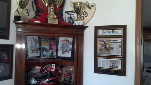 old newspaper articles, old newspaper clippings, frame old articles, frame newspaper articles, plaques and awards